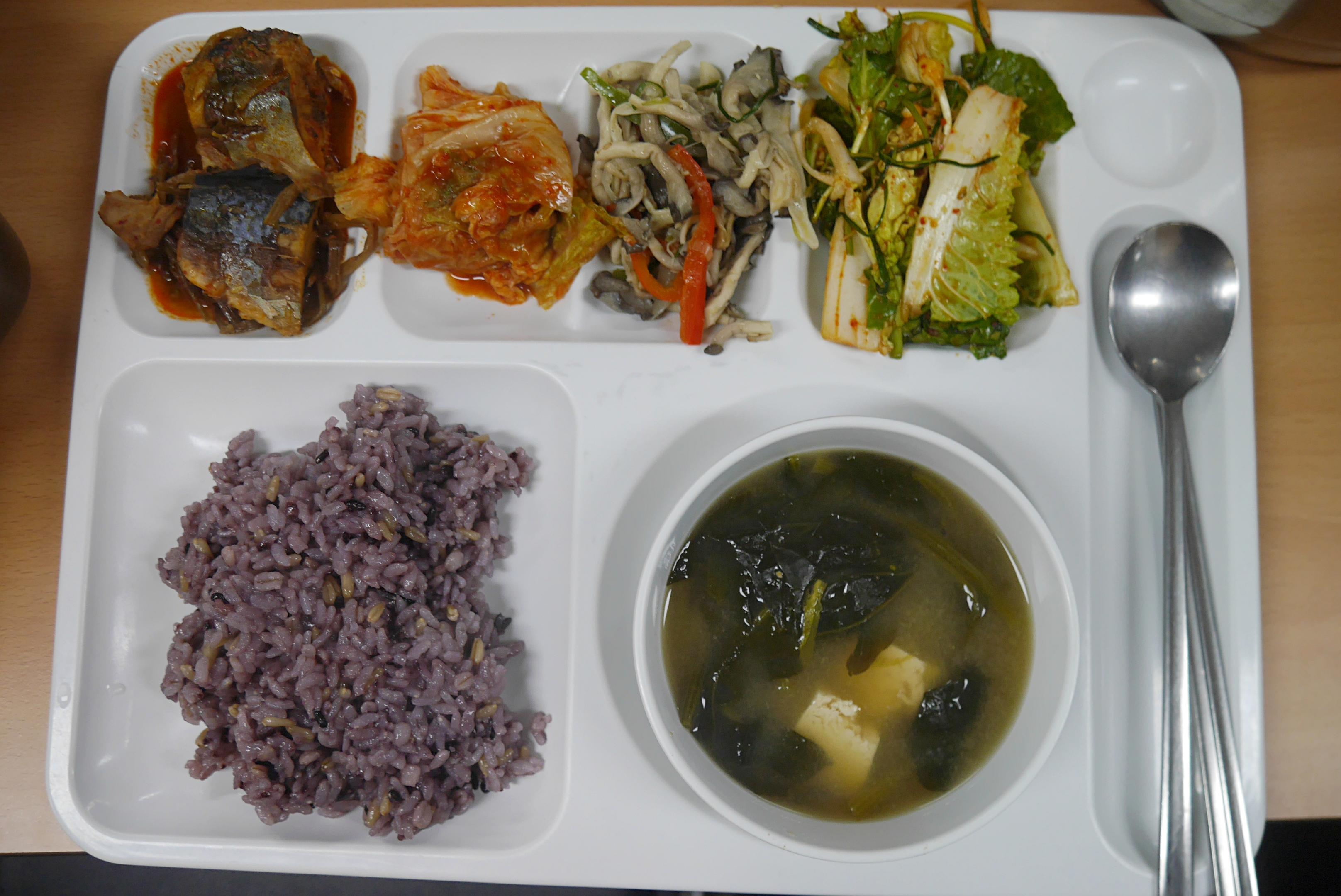 주야간보호센터 3월 점심식사 사진입니다.