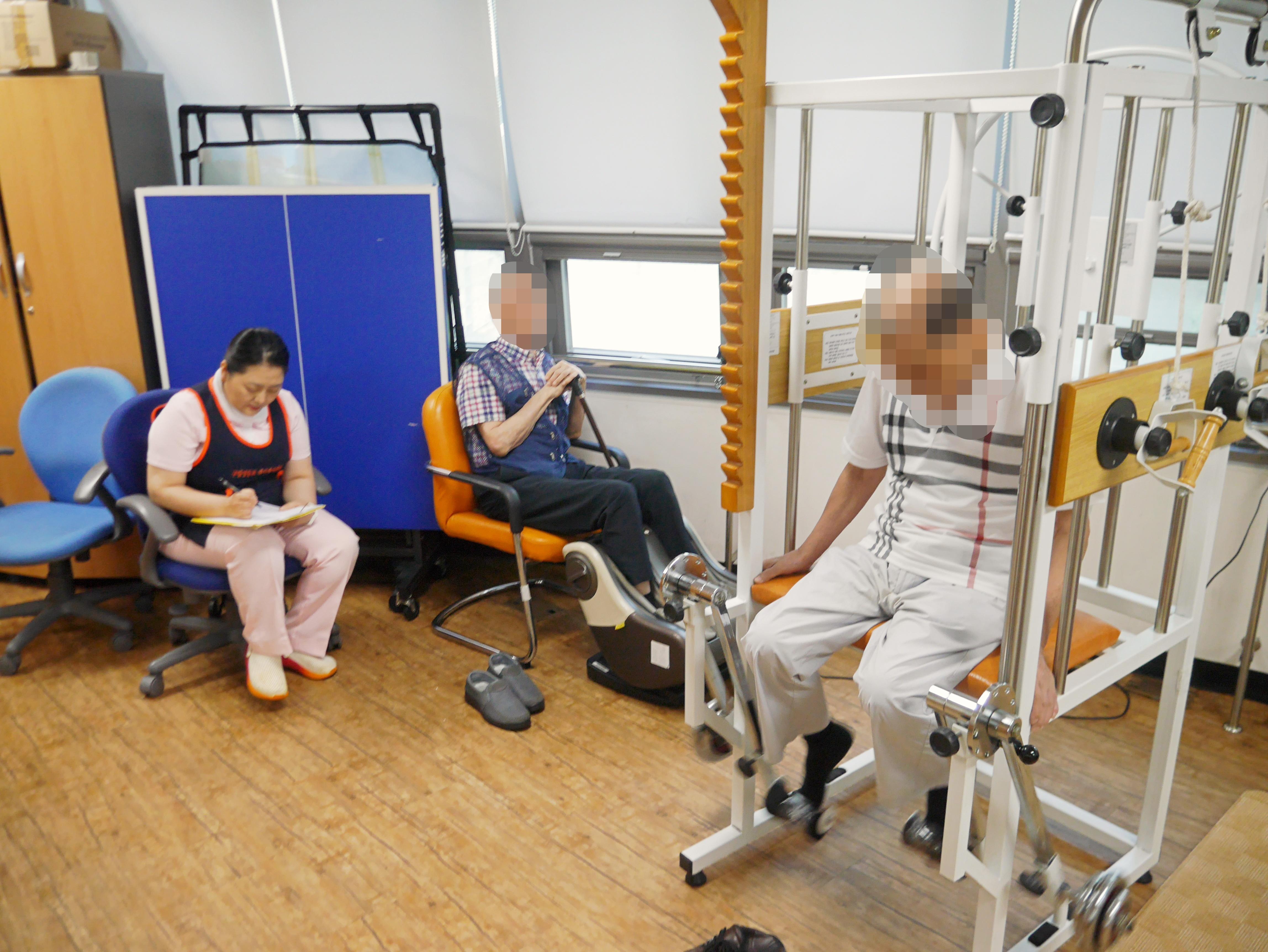 주야간보호센터 8월 기능회복-물리치료 사진입니다.